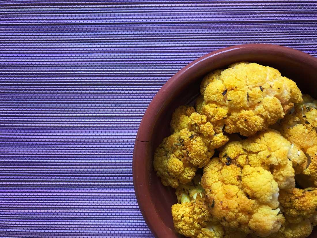 coliflor horneada con especias receta Come Vive Viaja