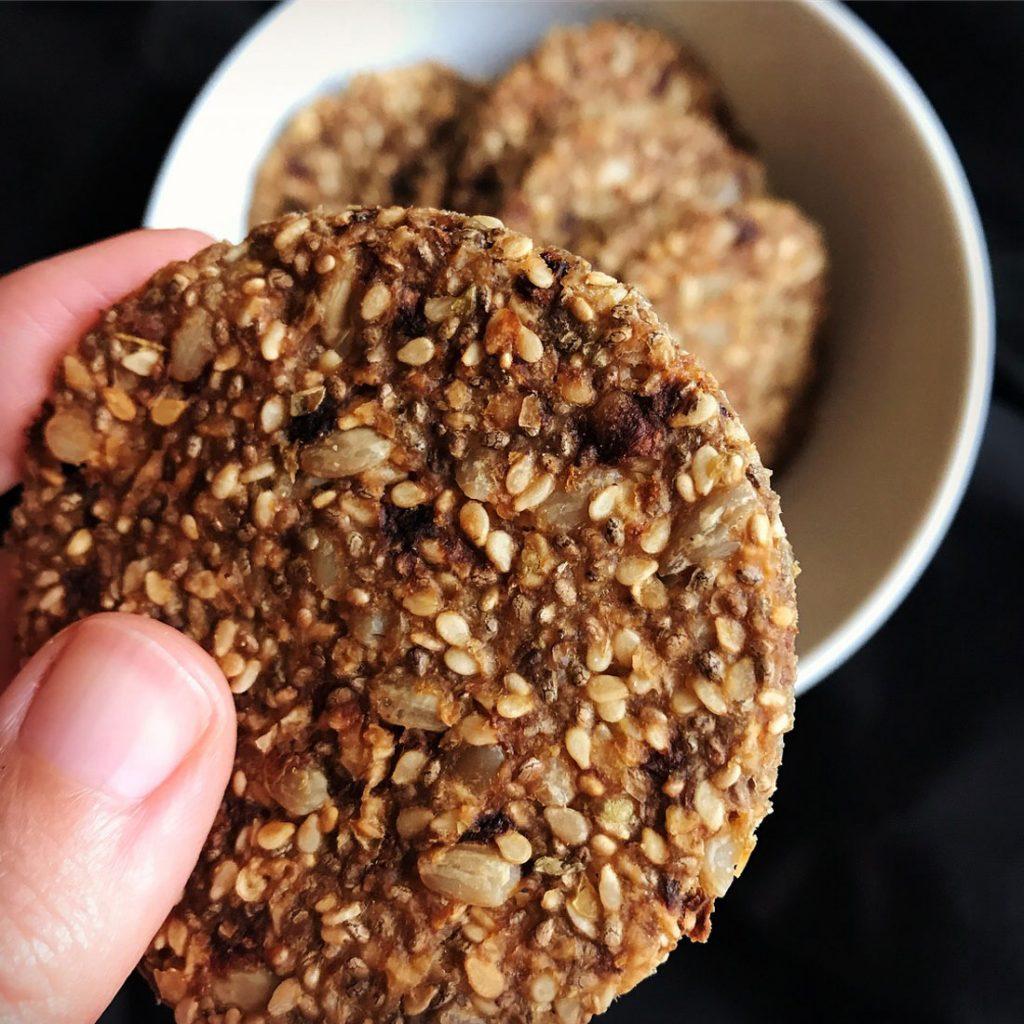 Come Vive Viaja Receta crackers cúrcuma y pimienta saludables
