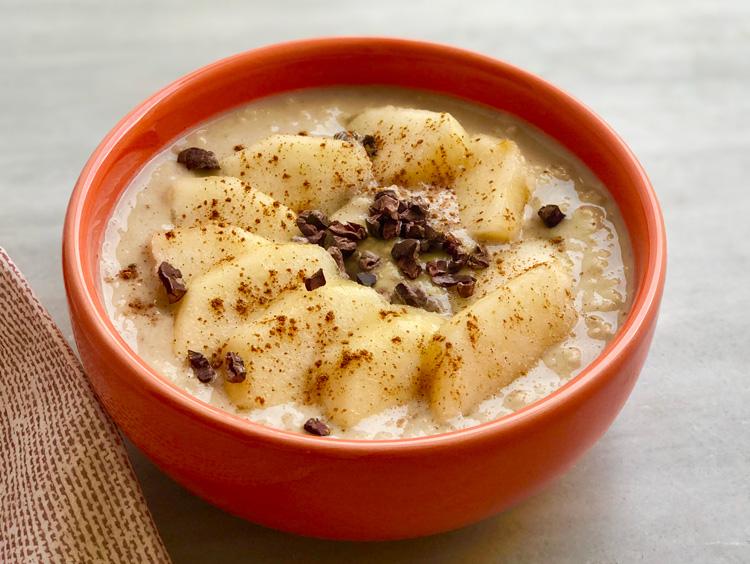 Porridge de avena toppings versátil desayuno Come Vive Viaja receta pera