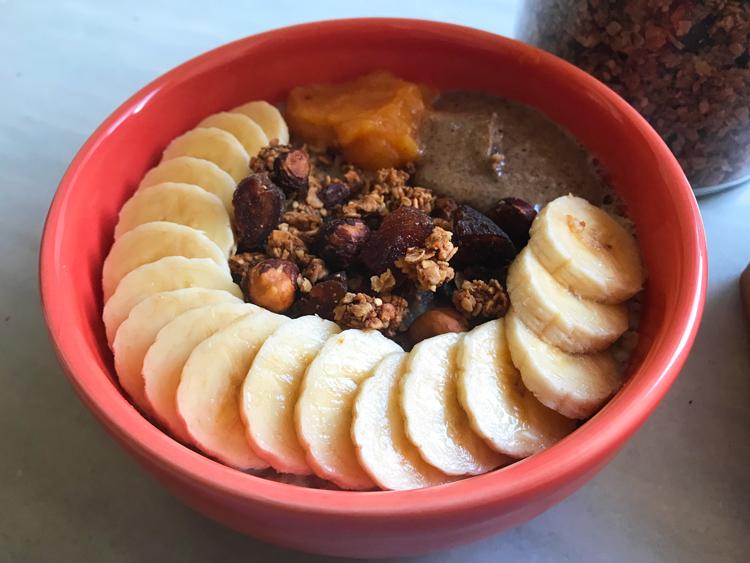 Porridge de avena toppings versátil desayuno Come Vive Viaja receta plátano