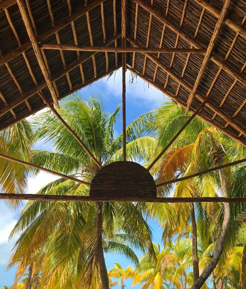 Cubierta zona buffet. Playa Sirena. Excursión Cayo Largo del Sur