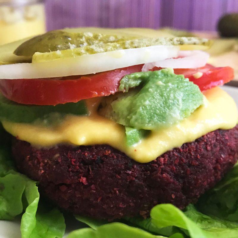 Hamburguesa de remolacha. La mejor hamburguesa vegetal del mundo mundial vegana receta Come Vive Viaja