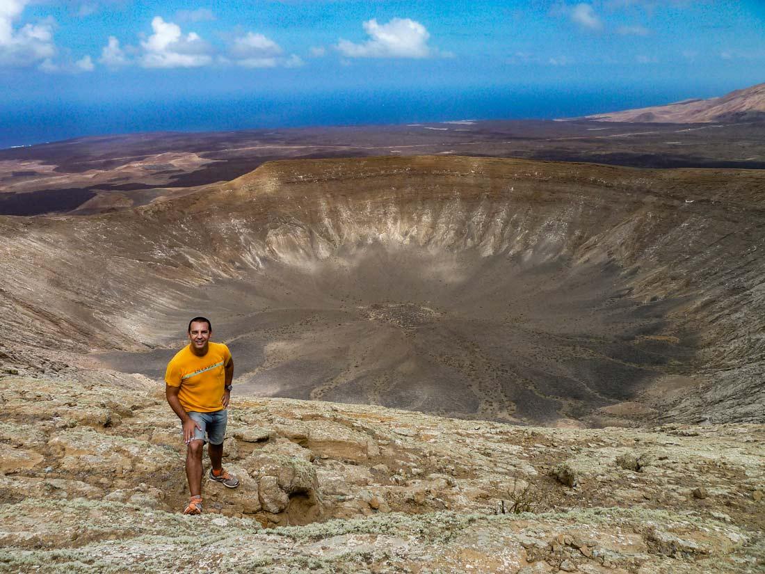 Ruta de la caldera Blanca ladera volcán Lanzarote crater