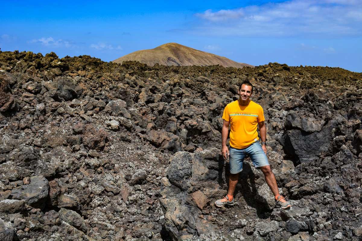 Ruta de la Caldera Blanca coladas lava mar Lanzarote volcán