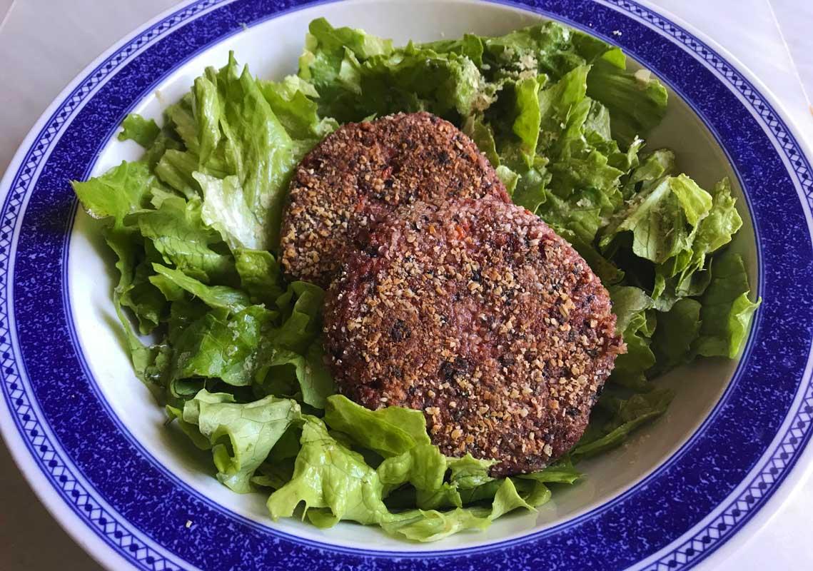 la mejor hamburguesa vegetal de remolacha y arroz receta comeviveviaja