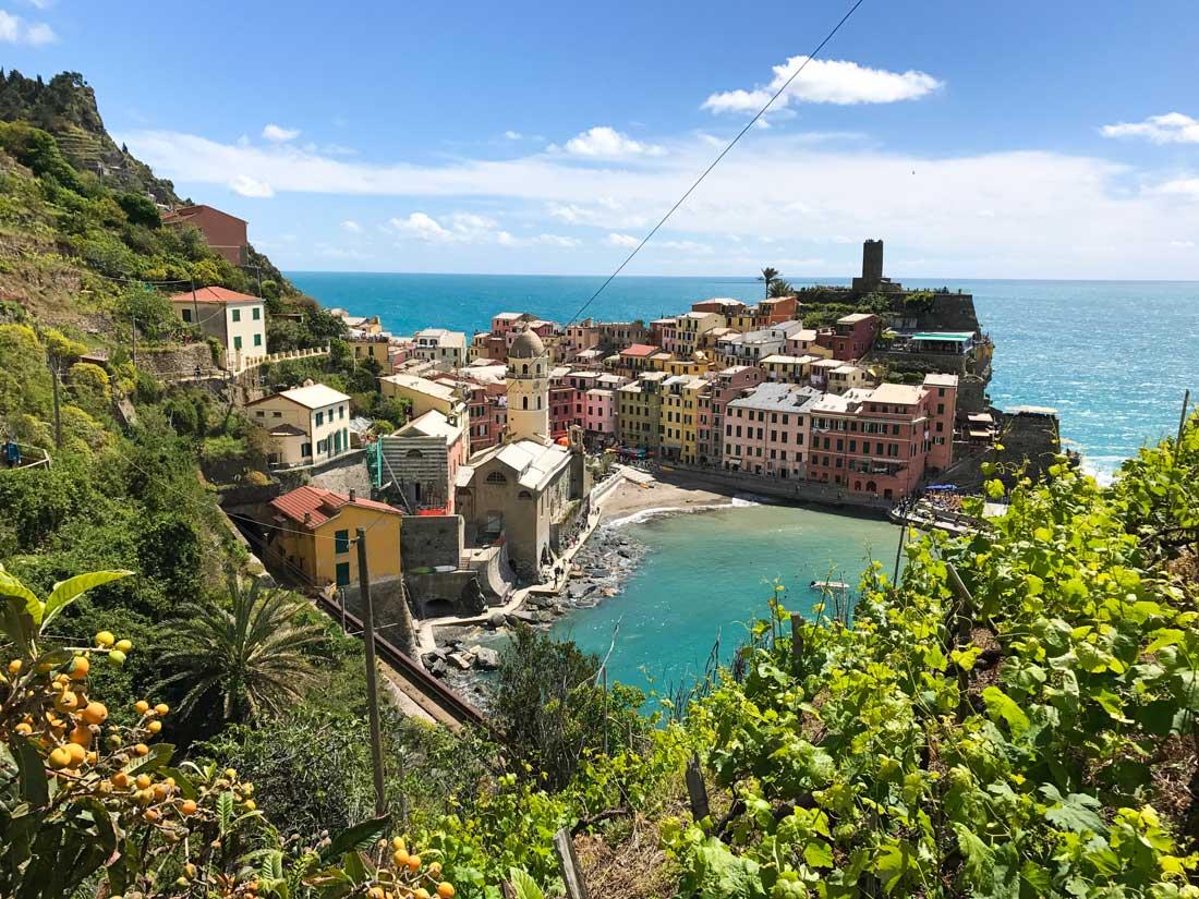 Cinque Terre. Qué ver y qué hacer. Come Vive Viaja panorámica Vernazza ruta
