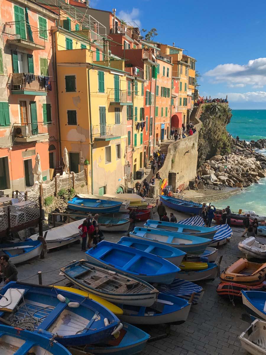 Cinque Terre. Qué ver y qué hacer. Come Vive Viaja Riomaggiore barcas puerto