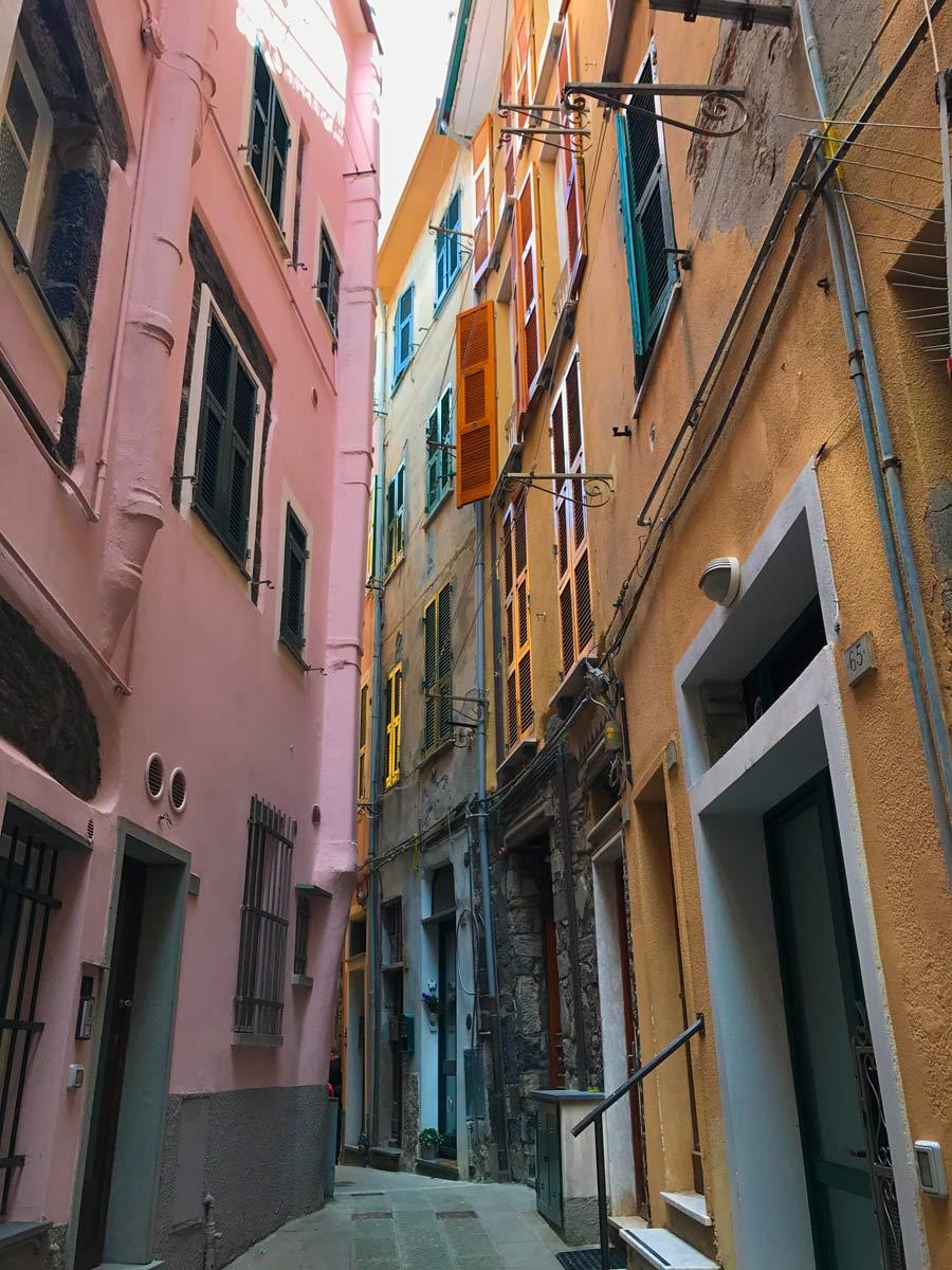 Cinque Terre. Qué ver y qué hacer. Come Vive Viaja calle Corniglia blog