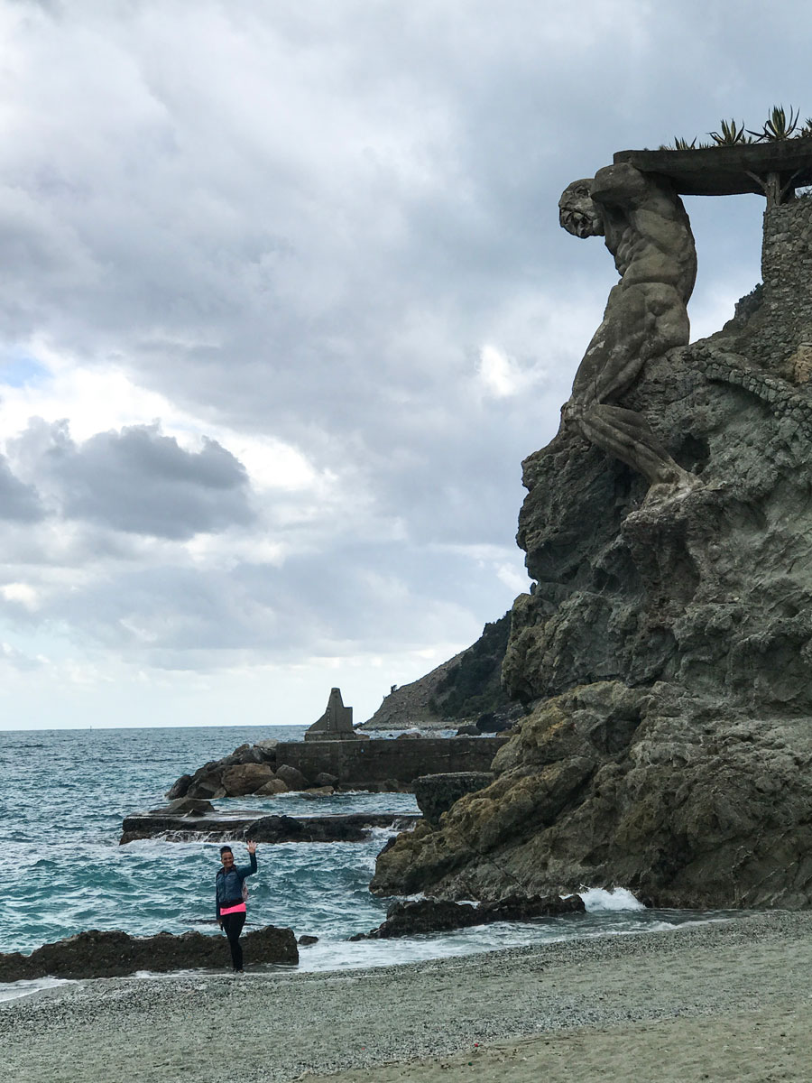 Cinque Terre. Qué ver y qué hacer. Come Vive Viaja Gigante playa Monterosso al mare