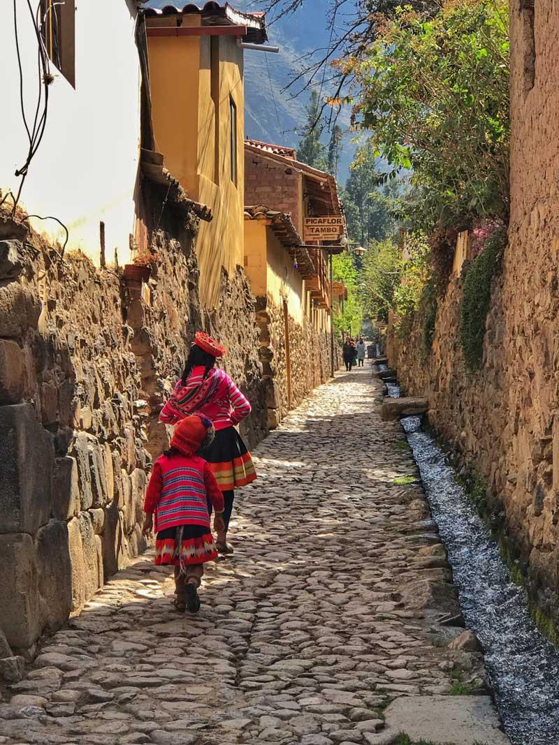 Itinerario Perú Come Vive Viaja Ollantaytambo calles ciudad inca pueblo blog viajes