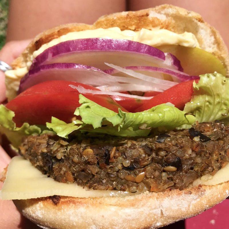 veggieburger burger hamburguesa veraniega berenjena y quinoa de verano burguer vegetal vegana receta