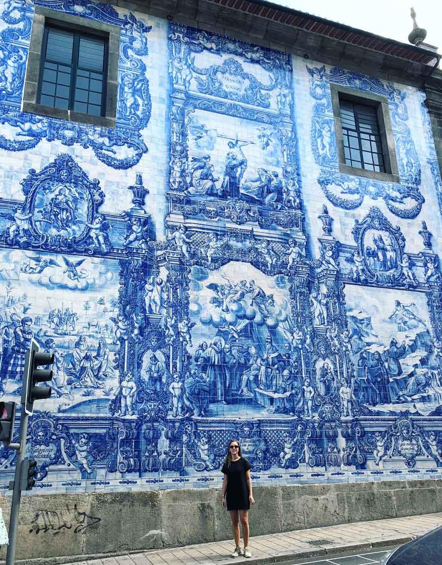 Qué ver en Oporto. Sitios Imprescindibles. Qué visitar. Escapada Blog Come Vive Viaja Capilla de las Almas azulejos