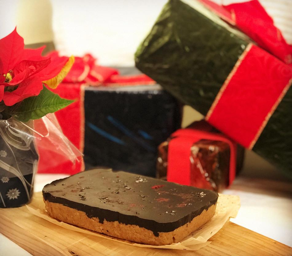 Turrón de almendra bañado en chocolate cobertura almendras saludable vegano sin azúcar