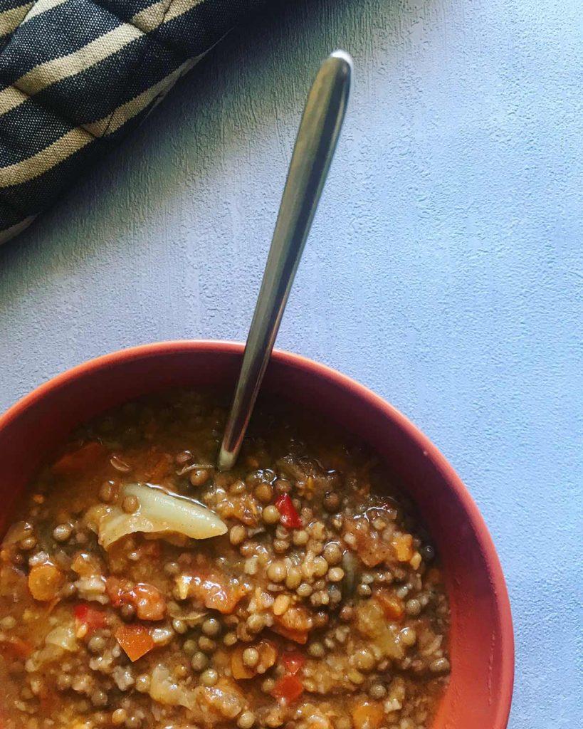 Lentejitas con repollo receta invierno blog Come Vive Viaja