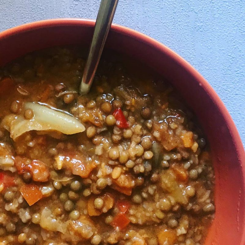 Cuchareo Lentejitas con repollo receta invierno blog Come Vive Viaja