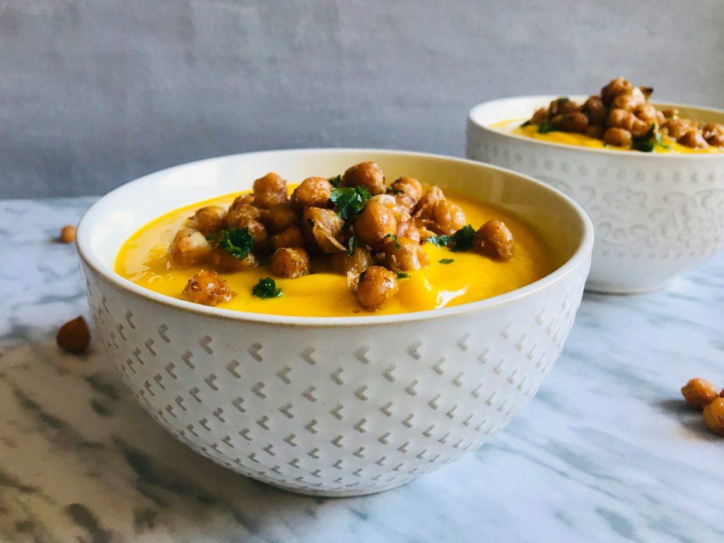 crema cremosa de coliflor y zanahoria con garbanzos especiados Come Vive Viaja receta