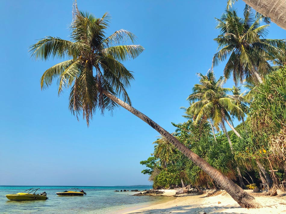 Cómo organizar tu viaje por libre a Indonesia. Preparativos Playa Tanjung Gelam Karimunjawa