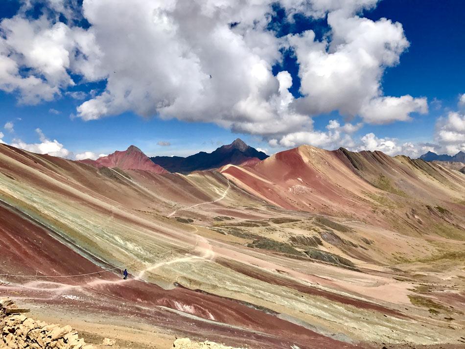 Excursión 1 día Rainbow Mountain, Montaña 7 colores, Arcoíris, Vinicunca, Colorada, Perú Red Valley sendero hacia el Valle Rojo