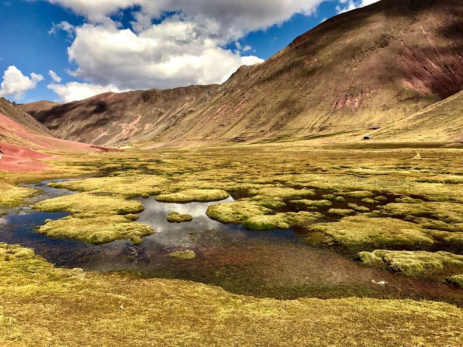Excursión 1 día Rainbow Mountain, Montaña 7 colores, Arcoíris, Vinicunca, Colorada, Perú Red Valley sendero