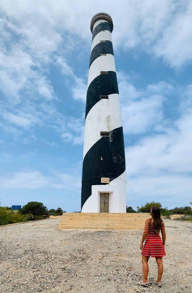 Faro de Punta Moscarter. Cómo llegar. Plan distinto en Ibiza. Come vive Viaja