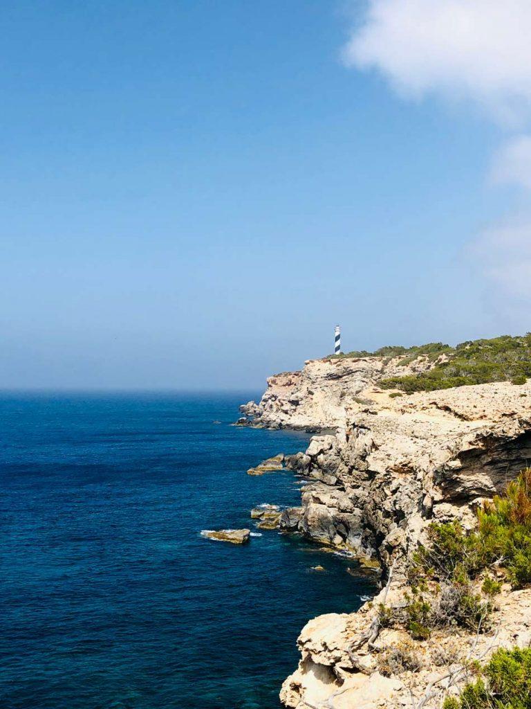 Faro de Punta Moscarter. Cómo llegar. Acantilados. Ibiza, Portinax, norte