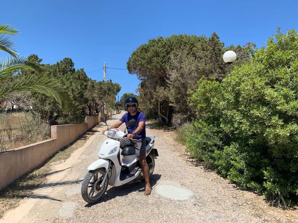 Formentera Low Cost. Barato, presupuesto, gastos, ahorrar. Blog Viajes Come Vive Viaja Alquilar moto