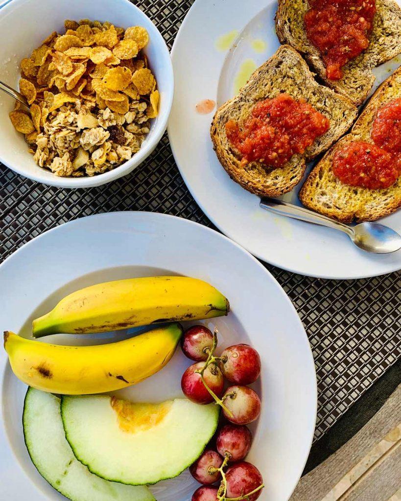 Formentera Low Cost. Comer barato desayuno alojamiento Hostal