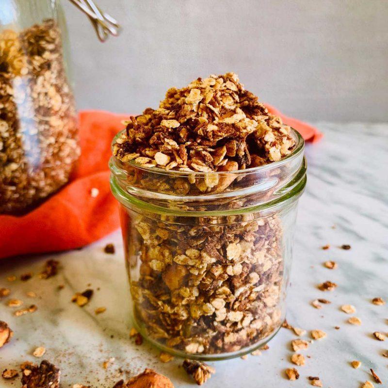 Granola universal de chocolate. Lista en 10 minutos. Rápica, casera, saludable, vegana, fácil . Come Vive Viaja