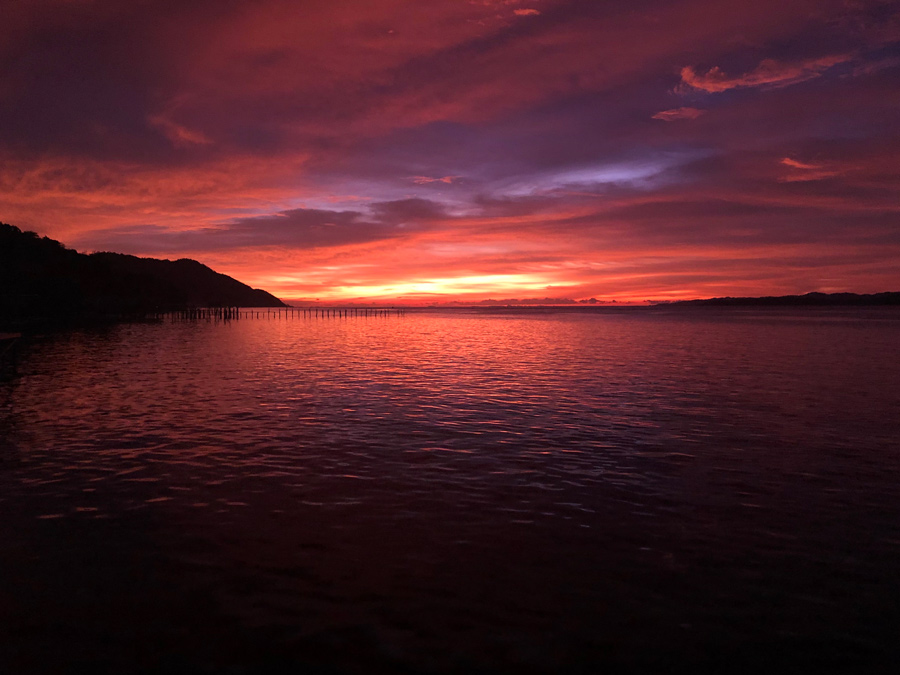 Raja Ampat, barato, low cost, atardecer Come Vive Viaja, sunset