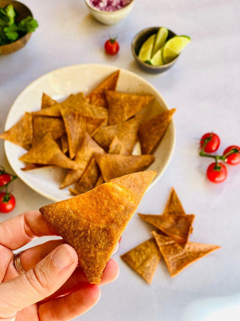Nachos de quinoa, caseros, crujientes, fáciles, receta, cómo hacer Come Vive Viaja