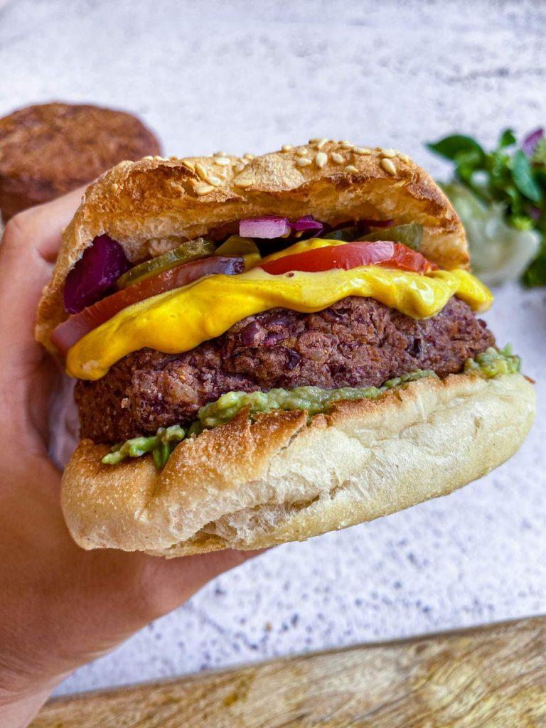 Burger de alubias rojas, nueces y copos de avena receta Come Vive Viaja