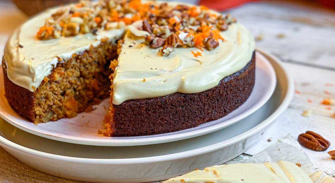 Carrot Cake saludable con frosting cremoso de anacardos