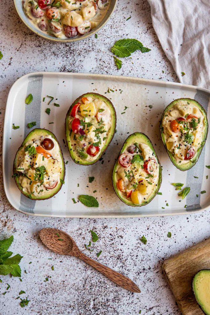 Aguacates rellenos ensalada verano idea receta saludable Come Vive Viaja